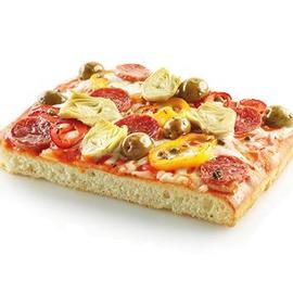 Pizza capricciosa con salsa al peperone piccante