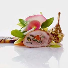 Quaglia arrostita con fegato grasso e pistacchi con terrina calda di funghi e succo di tartufo, zucca in carpione e mele