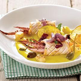 Riccioli di calamaro arrostiti al timo con crema di patate e zafferano e olive taggiasche