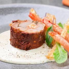 Rollatina di pollo al peperone e tabasco con salsa bianca alla paprika affumicata e peperoni in tempura