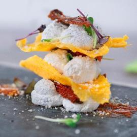 Sfoglia di polenta con fonduta di canestrato spumosa e pomodori secchi