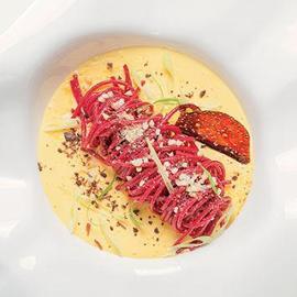 Spaghetto all'alchermes con zuppa catalana al lemongrass e zucchero integrale