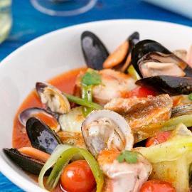 Zuppa di pesce alla paesana con cipollotti