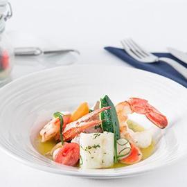 Zuppa di pesce vongole e salicornia, verdurine novelle e vinaigrette citrus in vasocottura
