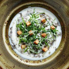 """Zuppa di verdure """"ritrovate"""" con crescione e tartufo"""