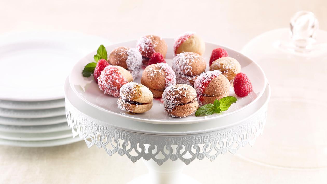 Baci di dama gluten free con topping e cocco rapè – Ricetta