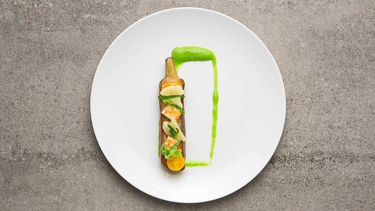 Barchetta di melanzane arrostita all'olio di sesamo con tofu croccante, cavolfiore e salsa verde – Ricetta