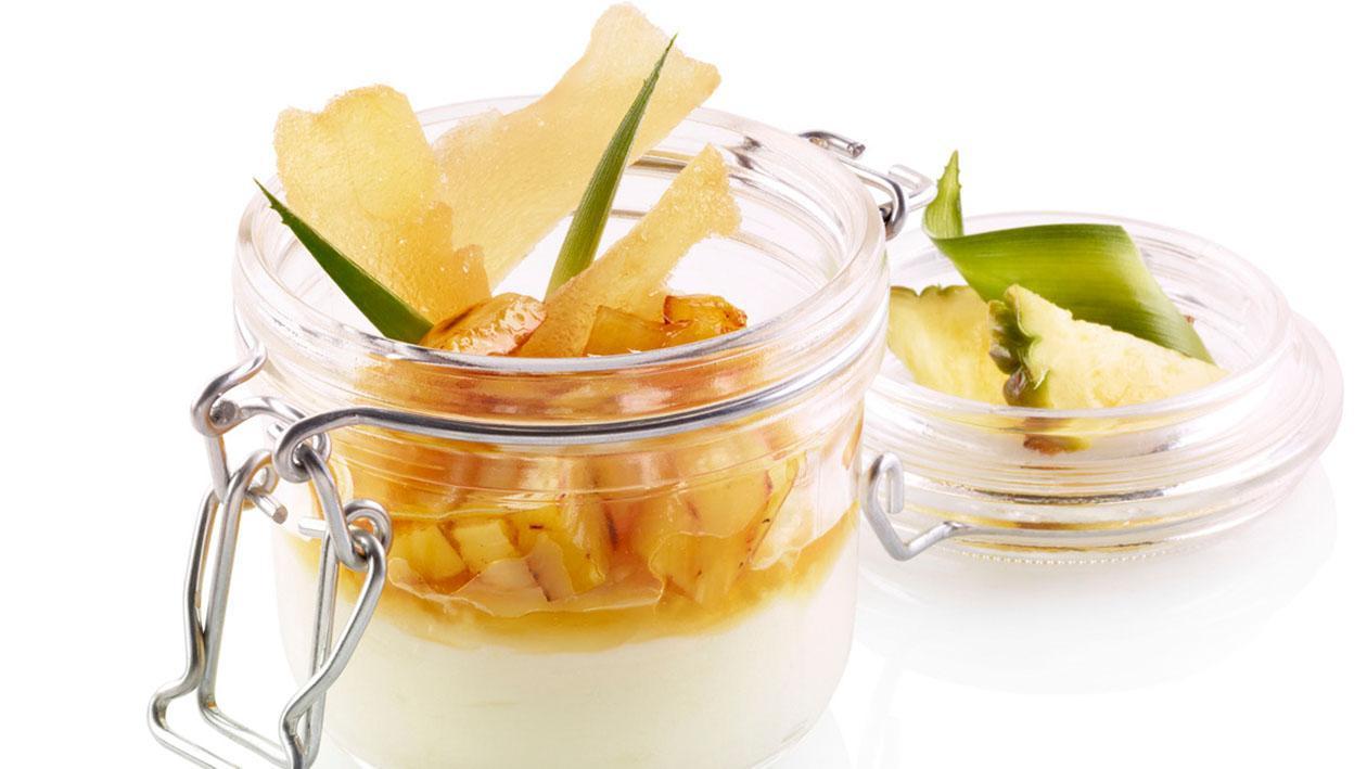 Bavarese allo yogurt e zenzero con ananas arrostito – Ricetta