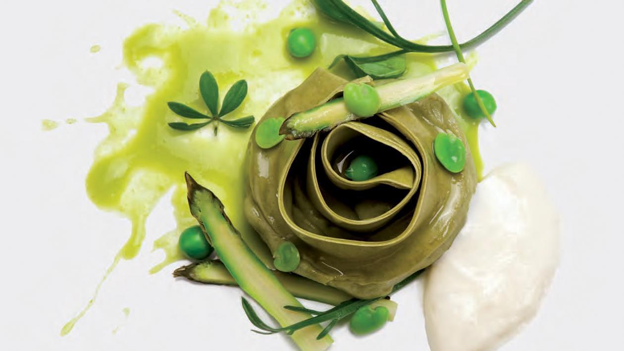 Bocciolo di sfoglia verde con mousse di latte di bufala e parmigiano – Ricetta