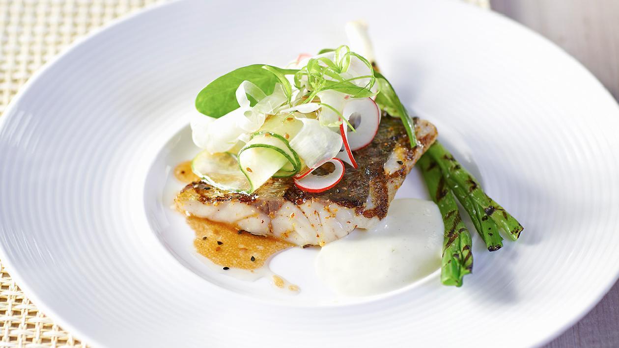Branzino alla griglia con insalata croccante e wasabi – Ricetta