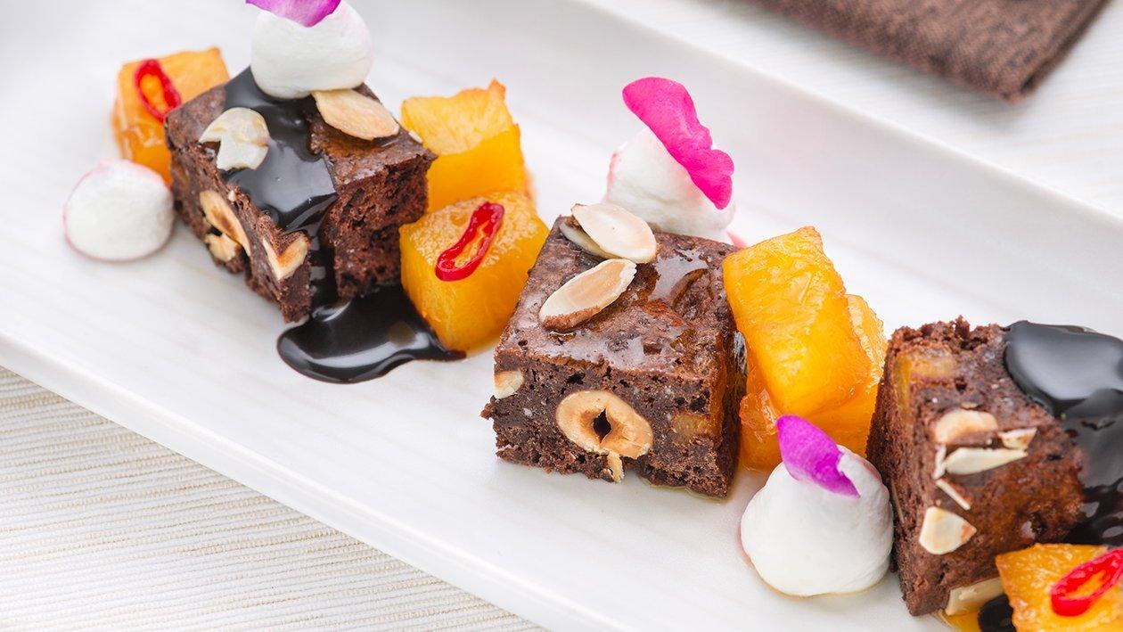 Brownie con ananas arrostita al miele e peperoncino – Ricetta