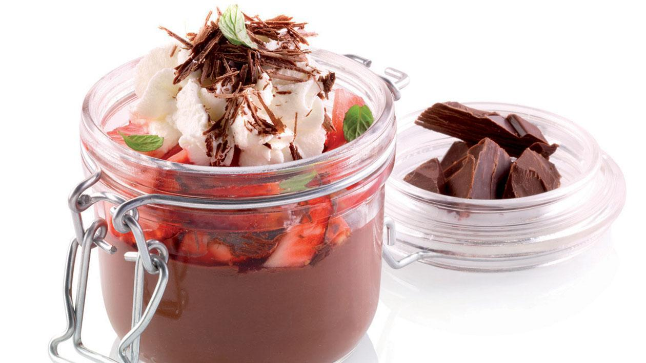 Budino al cioccolato, panna e fragole – Ricetta