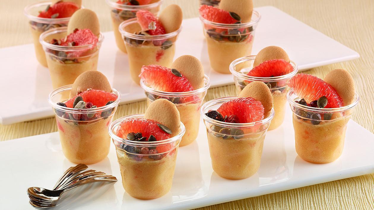 Budino alla vaniglia, con pompelmo rosa, lingue di gatto e semi di girasole – Ricetta
