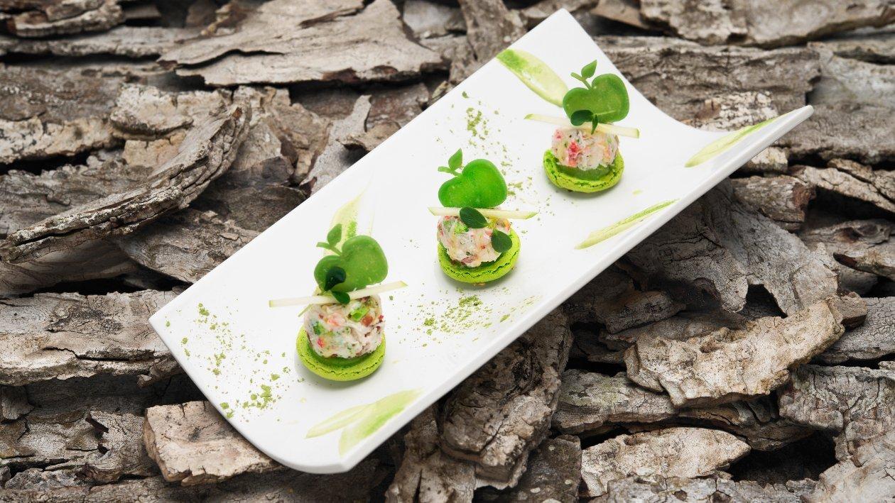 #BURGER Mini-macaron con insalatina di riso rosso al granchio reale e mele verdi – Ricetta