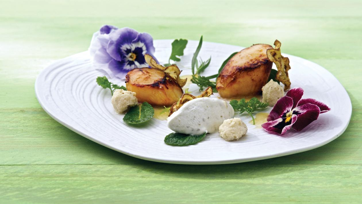 Capasanta scottata con mousse di melanzana affumicata e sorbetto al limone e menta – Ricetta