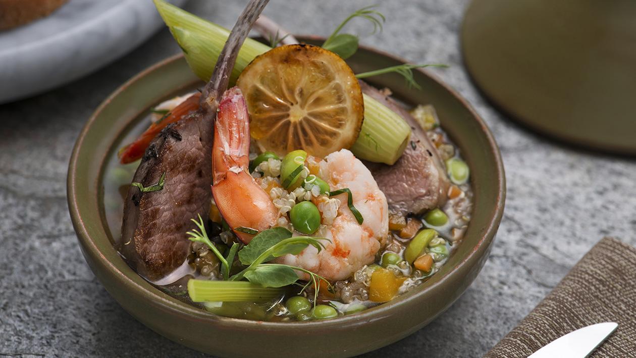 Carré di agnello con gamberi, quinoa al profumo di limone e menta – Ricetta