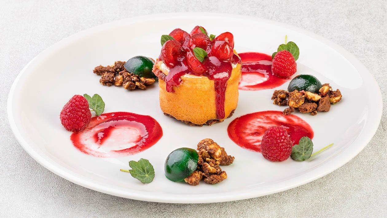 Cheesecake ai lamponi e cherry in monoporzione con crumble alle nocciole e gelèe alla menta – Ricetta