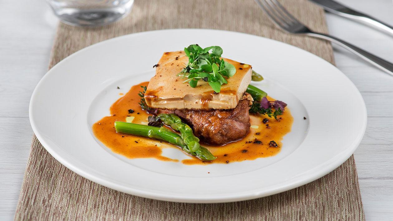 Coscia di manzo con tofu alla demi-glacè e asparagi confit – Ricetta