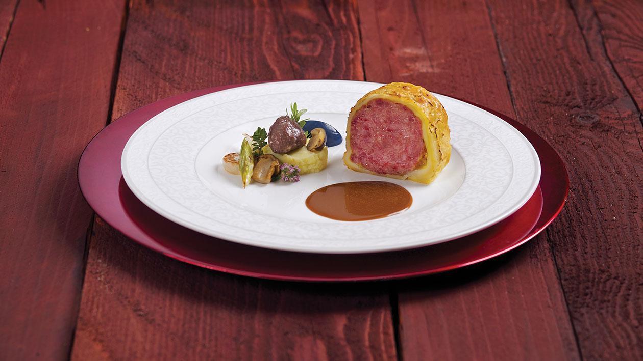 Cotechino in crosta di sfoglia con purè di patate alla mela e cavolo viola – Ricetta