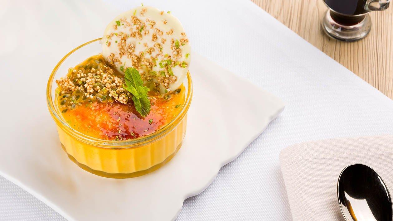 crema catalana al passion fruit, croccante al cioccolato e quinoa soffiata – Ricetta