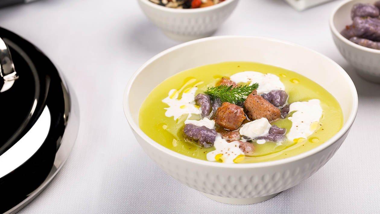 crema di asparagi, gnocchetti di patate viola, salsiccia a punta di coltello e stracciatella – Ricetta
