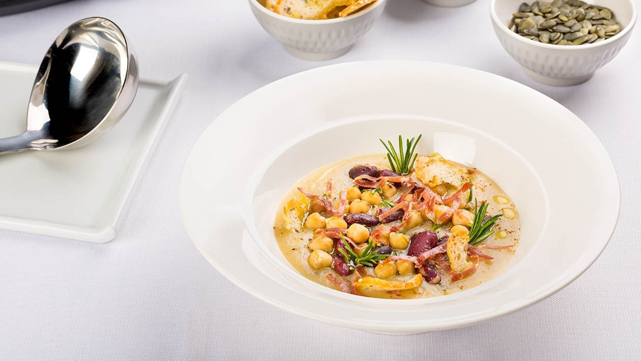 Crema di funghi porcini con ceci, fagioli rossi, capocollo croccante e chips di pane – Ricetta