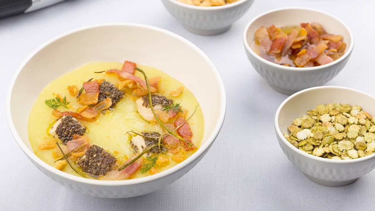 crema di pollo aromatizzata al bacon con filetto di pollo croccante ai semi e grissino sbriciolato – Ricetta