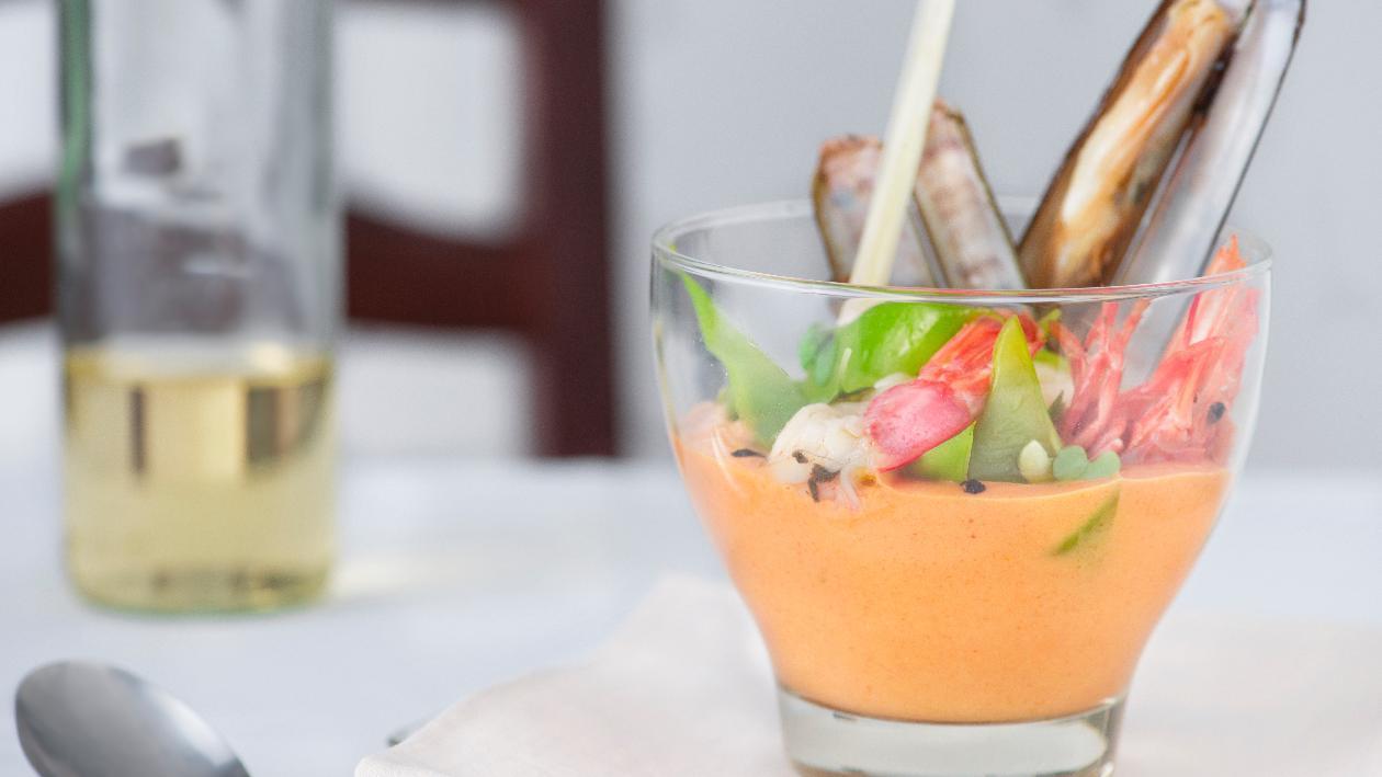Crema di pomodoro con tortino di melanzane, basilico e fiocchi di latte – Ricetta
