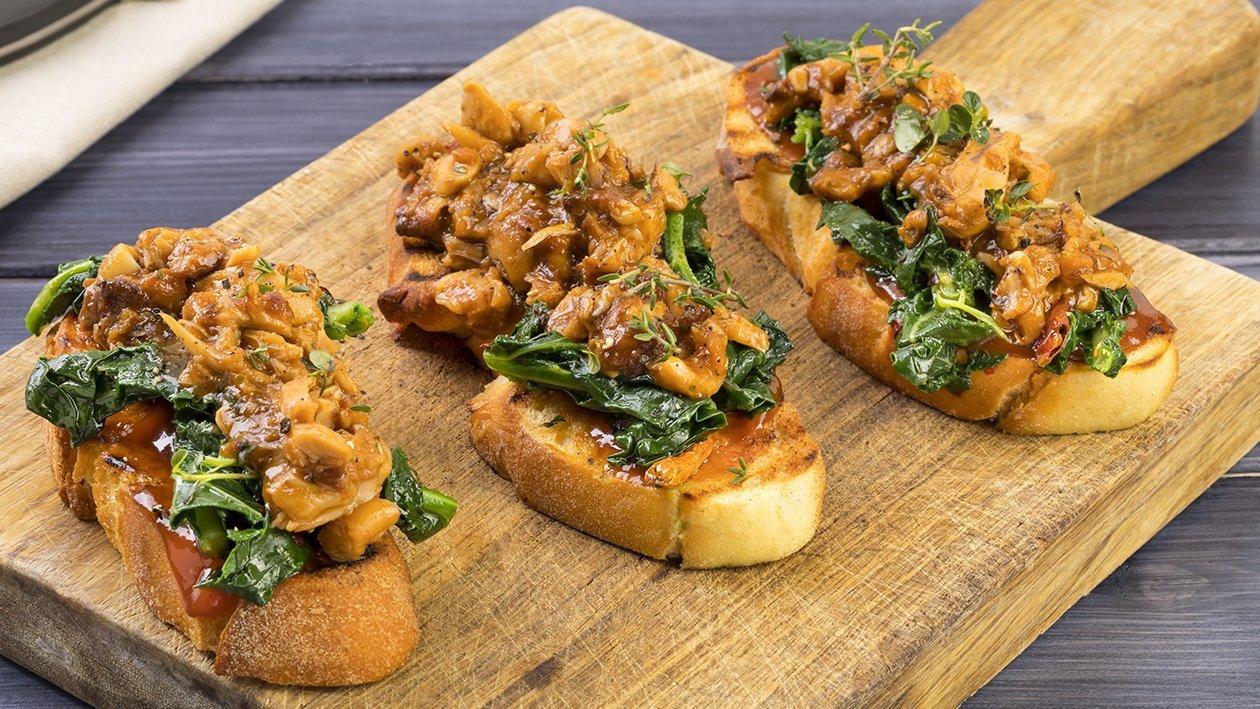 Crostino di pane di semola con Pulled pork maiale alla salsa barbecue al mirto con cavolo nero all'aglio e peperoncino – Ricetta