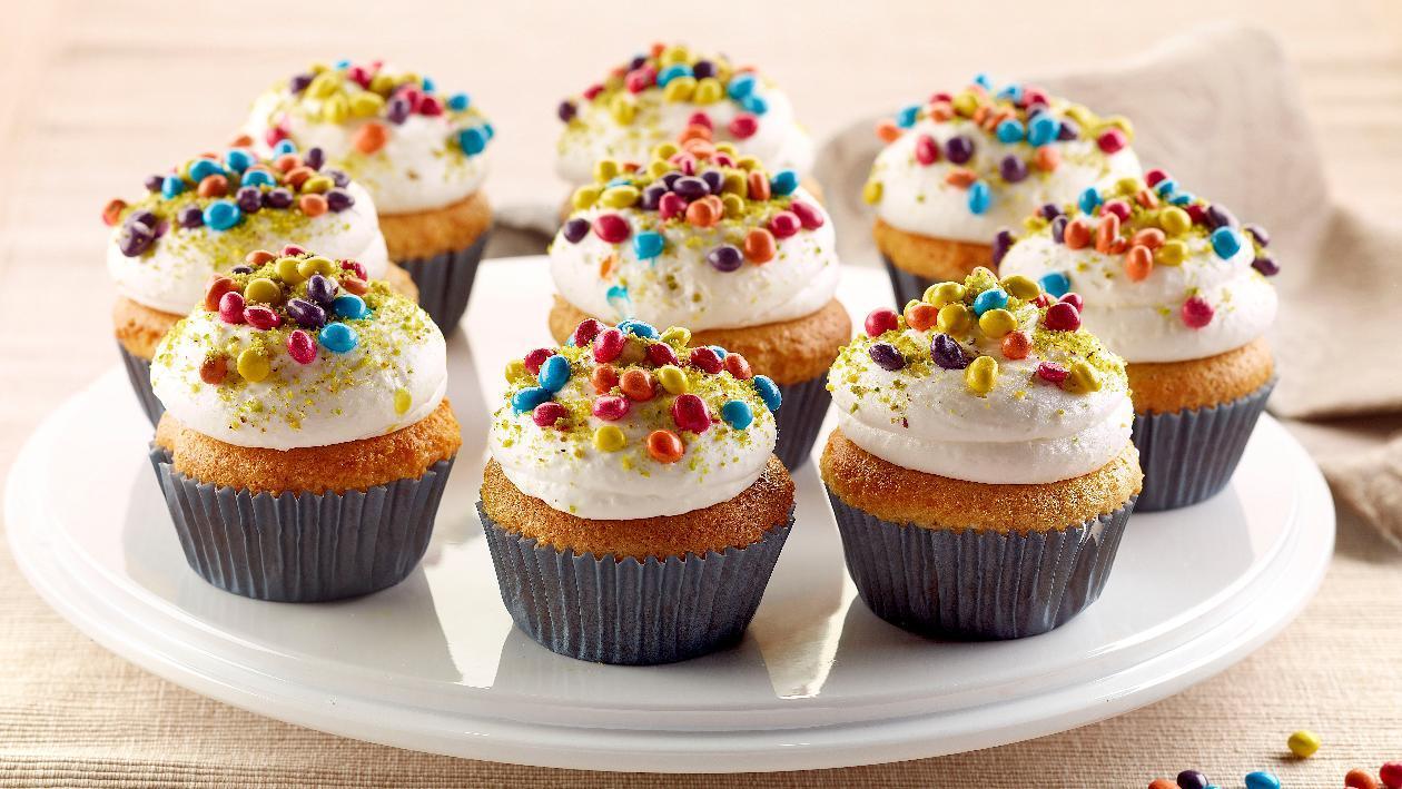 Cup cake al cocco, con smarties e granella di pistacchio  – Ricetta