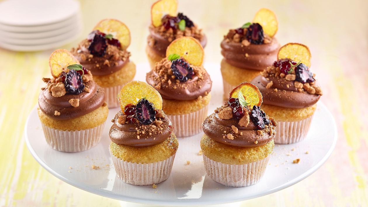 Cup cake al plum cake, con cioccolato, frutti di bosco e mandarini  – Ricetta