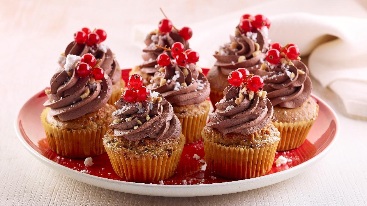 Cup cake alle nocciole con cioccolato fondente, meringhe e ribes – Ricetta