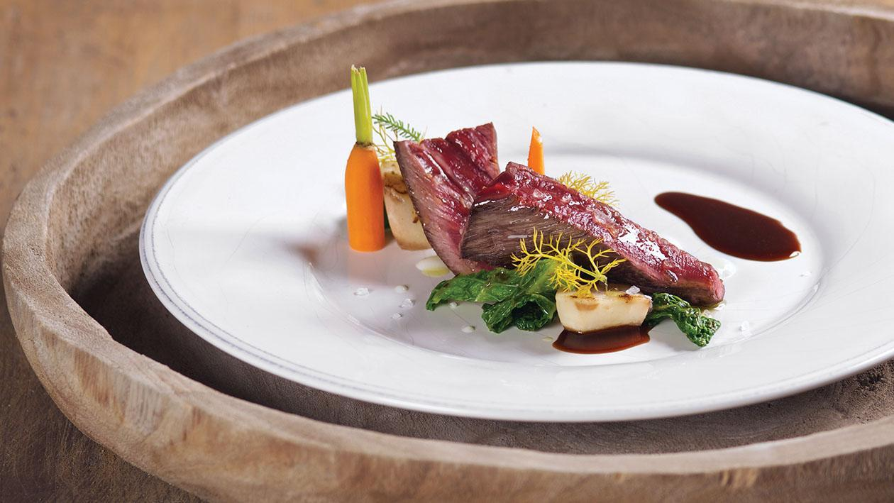 Entrecôte di carne Irlanda cotta a bassa temperatura con scorzanera e verza spadellata – Ricetta