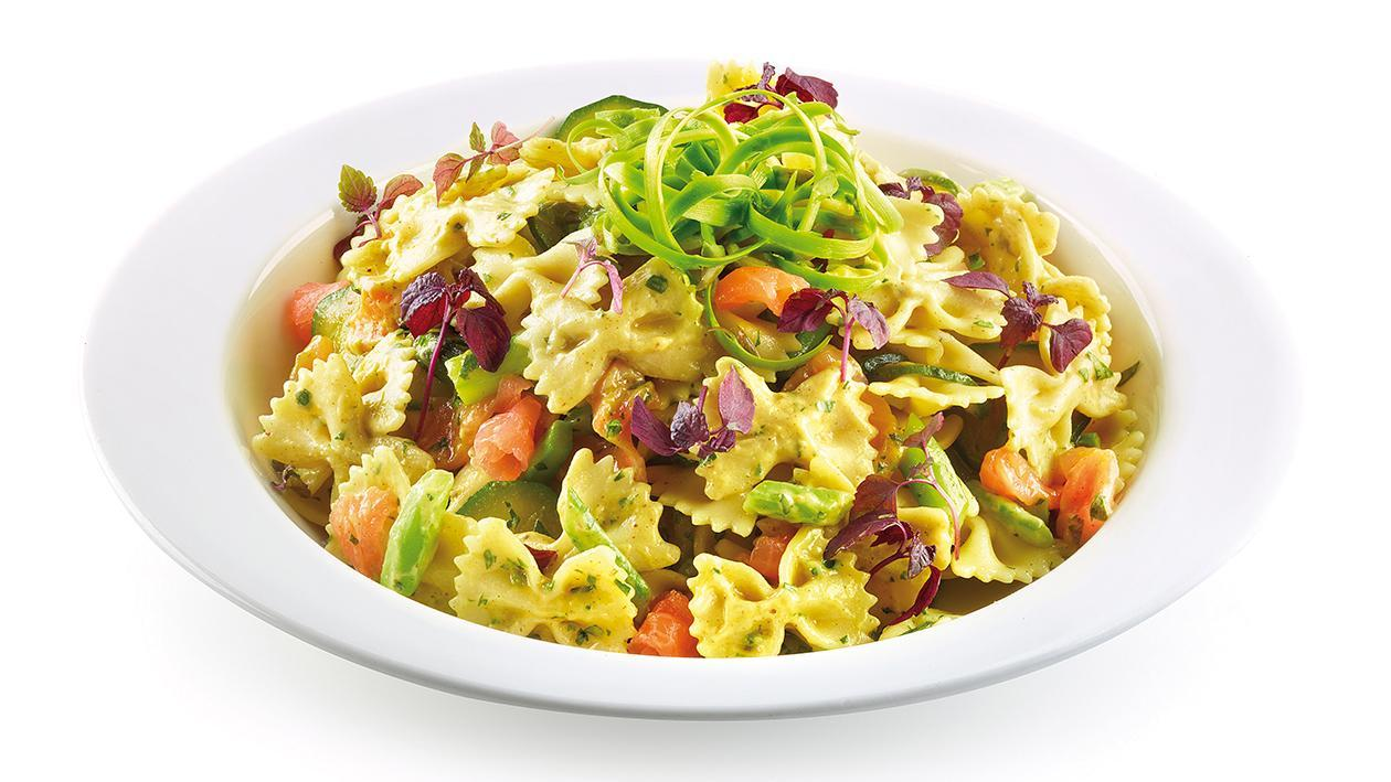 Farfalle al salmone, zucchine e asparagi, con salsa senape e miele – Ricetta