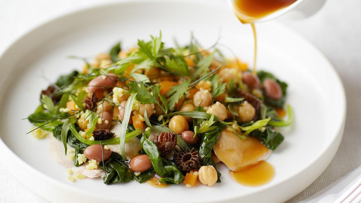 Filetto di faraona con spinaci all'aglio, bulgur alle spezie e salsa di spugnole – Ricetta
