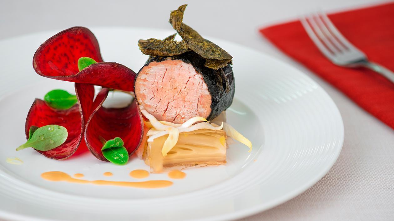 Filetto di maiale in crosta di alga nori con terrina di indivia belga – Ricetta