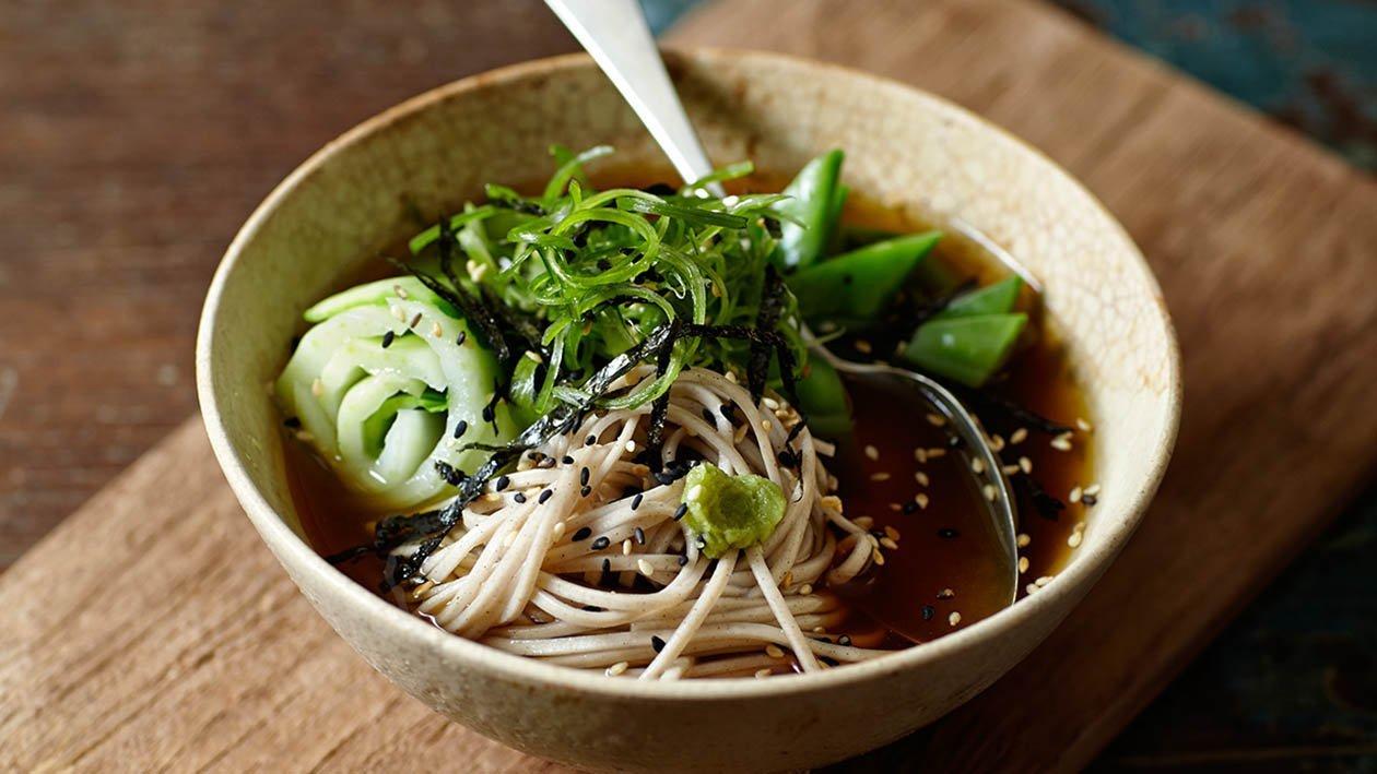 filetto di manzo poché con noodles al tè verde e insalata di alghe – Ricetta