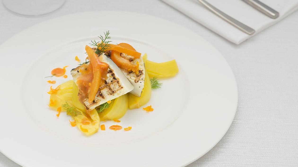 Filetto di merluzzo aromatizzato e grigliato con finocchi allo zafferano e salsa all'arancia – Ricetta