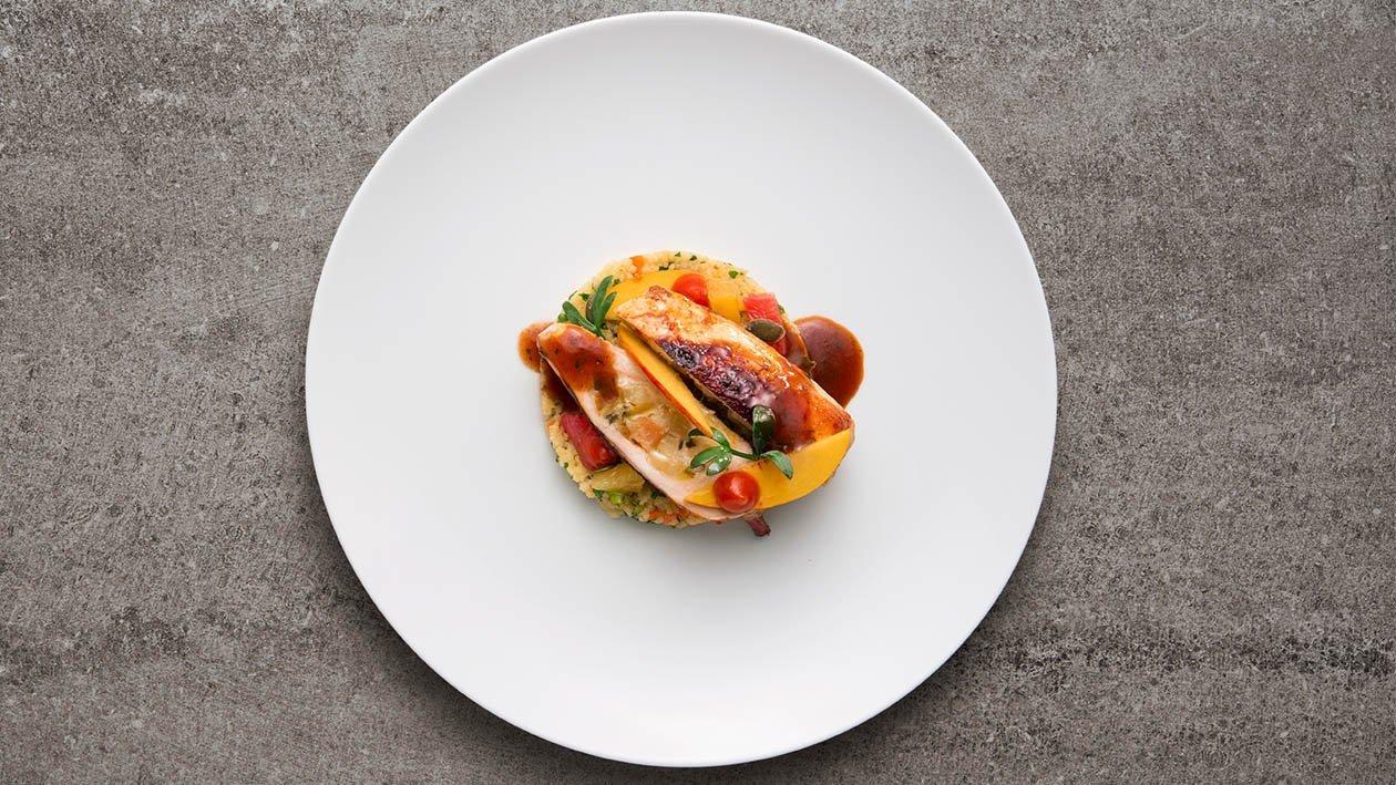 Galletto alla diavola farcito con albicocche su tortino di cous cous agli agrumi – Ricetta