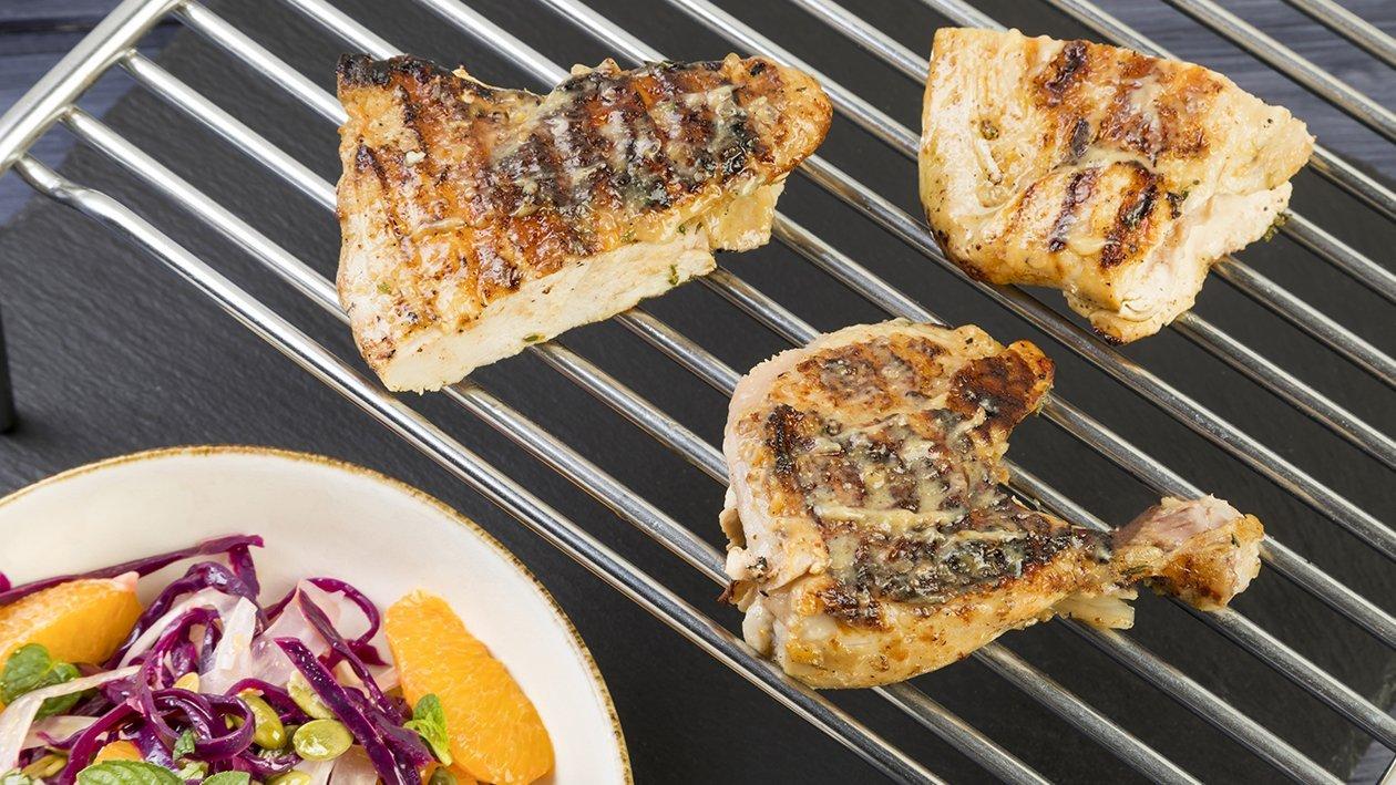 Galletto laccato alla senape, miele e arancia, finocchio a veli, cavolo rosso, semi di zucca e salsa acida – Ricetta