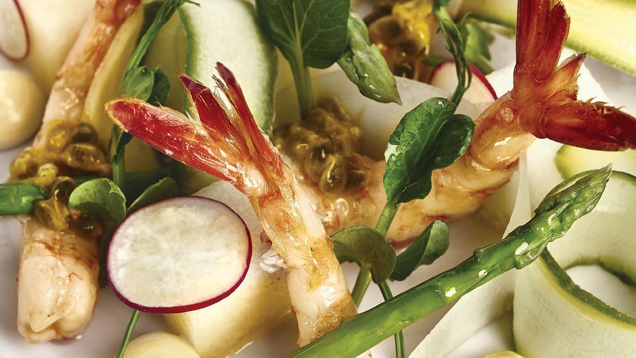 Gamberi rossi poché, insalata di melone bianco e salsa al frutto della passione – Ricetta