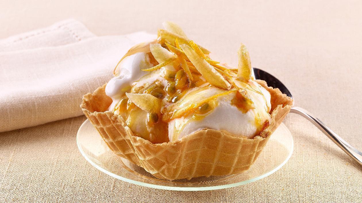 Gelato al limone e passion fruit, caramello e mandorle a filetti – Ricetta