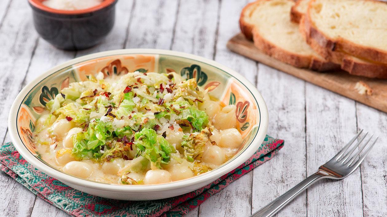 Gnocchetti di patate con verza e fonduta di castelmagno affumicata – Ricetta