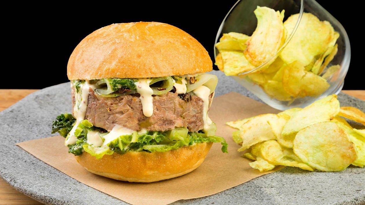 Hamburger di bollito, sedano rapa marinato, cavolo verza, ginepro e salsa senape e miele – Ricetta