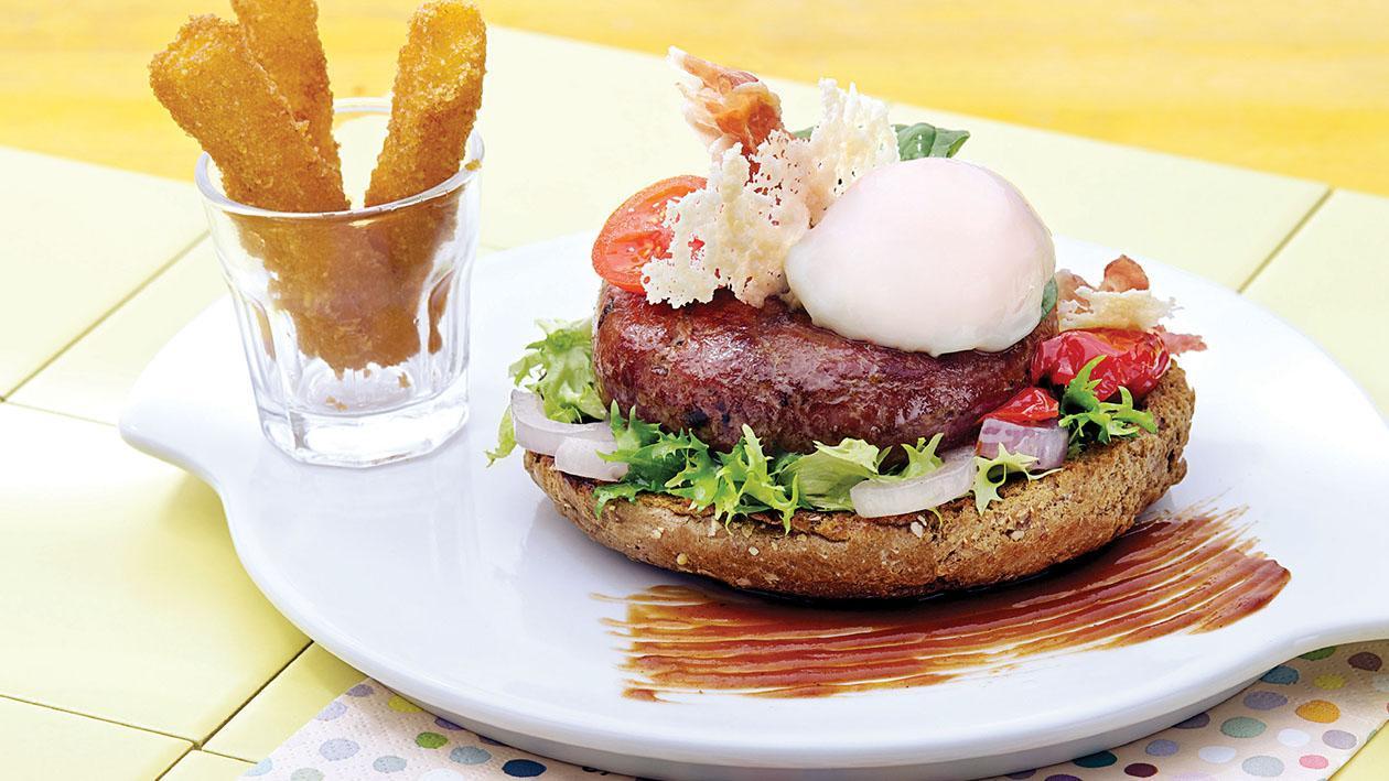 """Hamburger di """"Chianina"""" con uovo semi-uovo, pecorino e polenta croccante – Ricetta"""