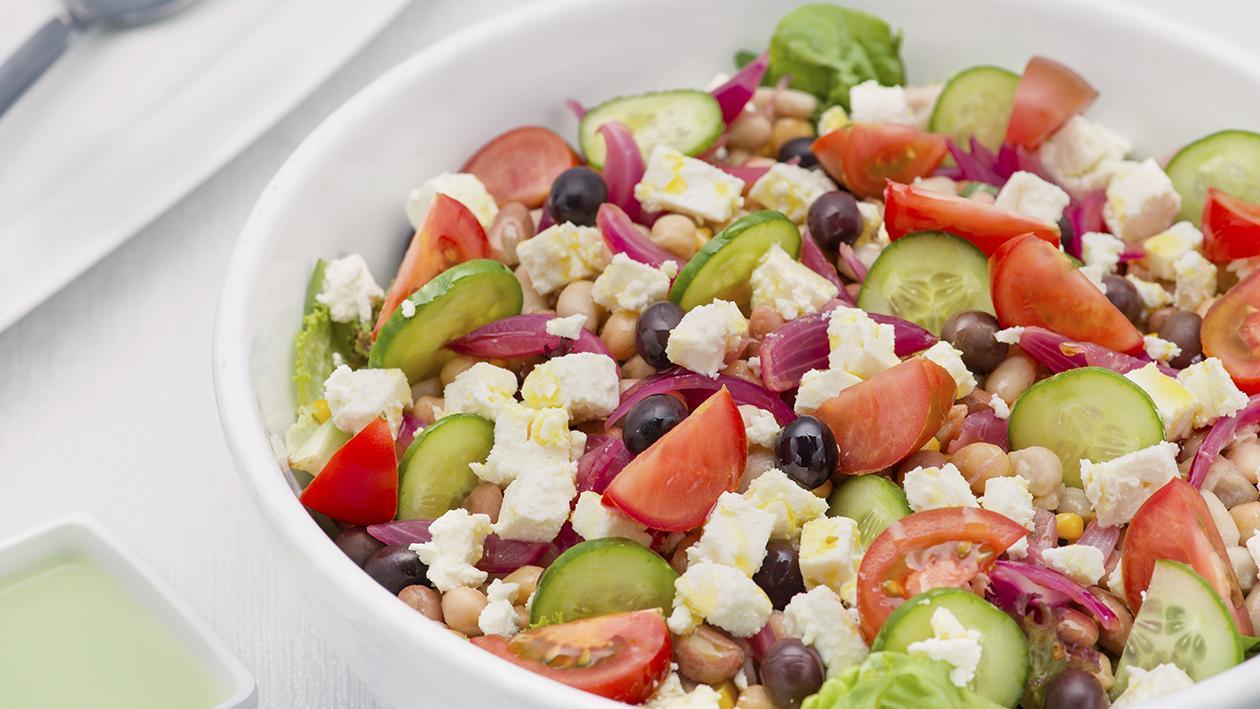 Insalata di legumi e pomodori con dressing al basilico – Ricetta