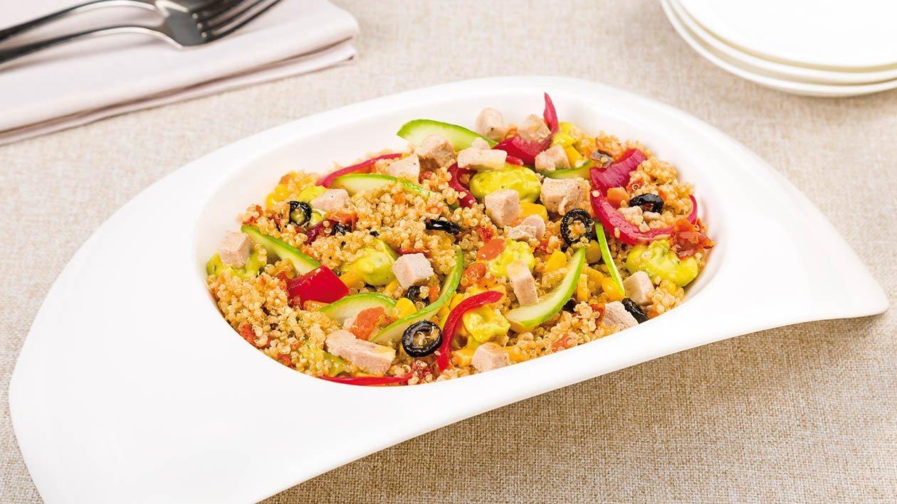 insalata di quinoa con cavolo rosso, tonno, mais, cetrioli e salsa guacamole al limone – Ricetta