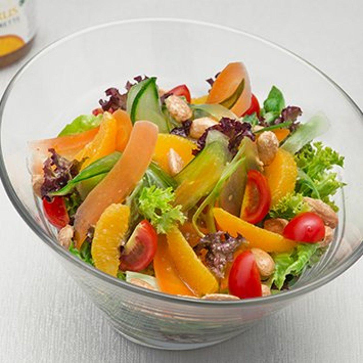 Insalata Mista con Cetrioli, carote marinate, arance e mandorle tostate – Ricetta