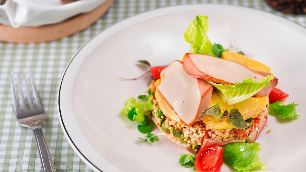 Insalatina di cous cous con tofu affumicato e pollo allo zafferano – Ricetta