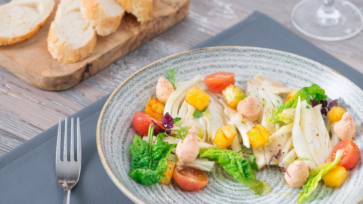 Insalatina di finocchi con ananas arrostito, ricotta e pomodoro al basilico – Ricetta